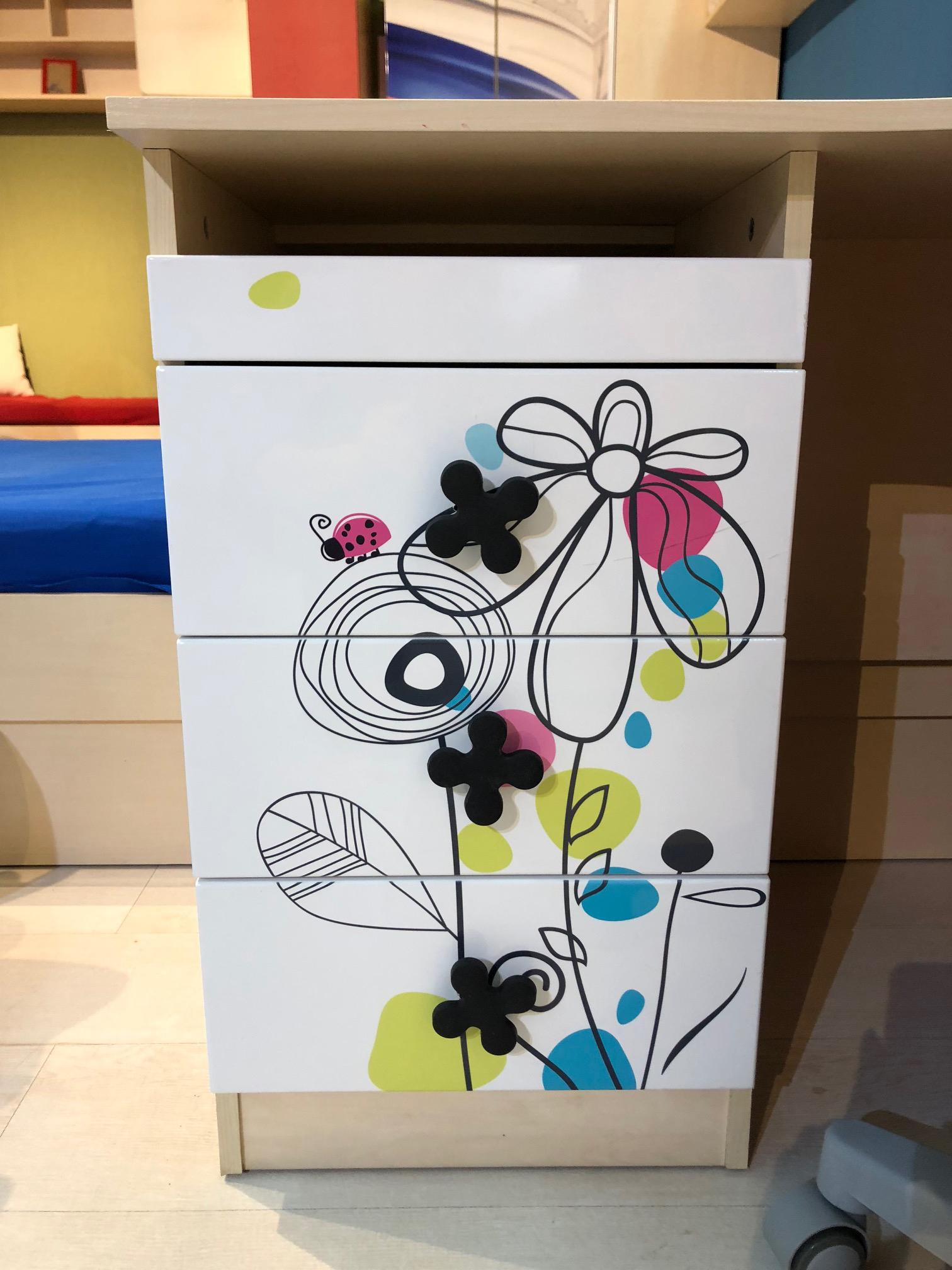 Ручка в детскую Цветок черный