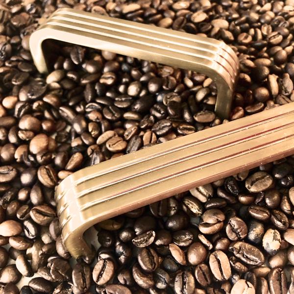 Ручки бронза в кофейных зернах